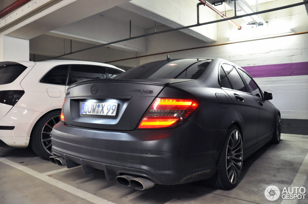 mercedes benz c 63 amg w204 7 janvier 2014 autogespot. Black Bedroom Furniture Sets. Home Design Ideas