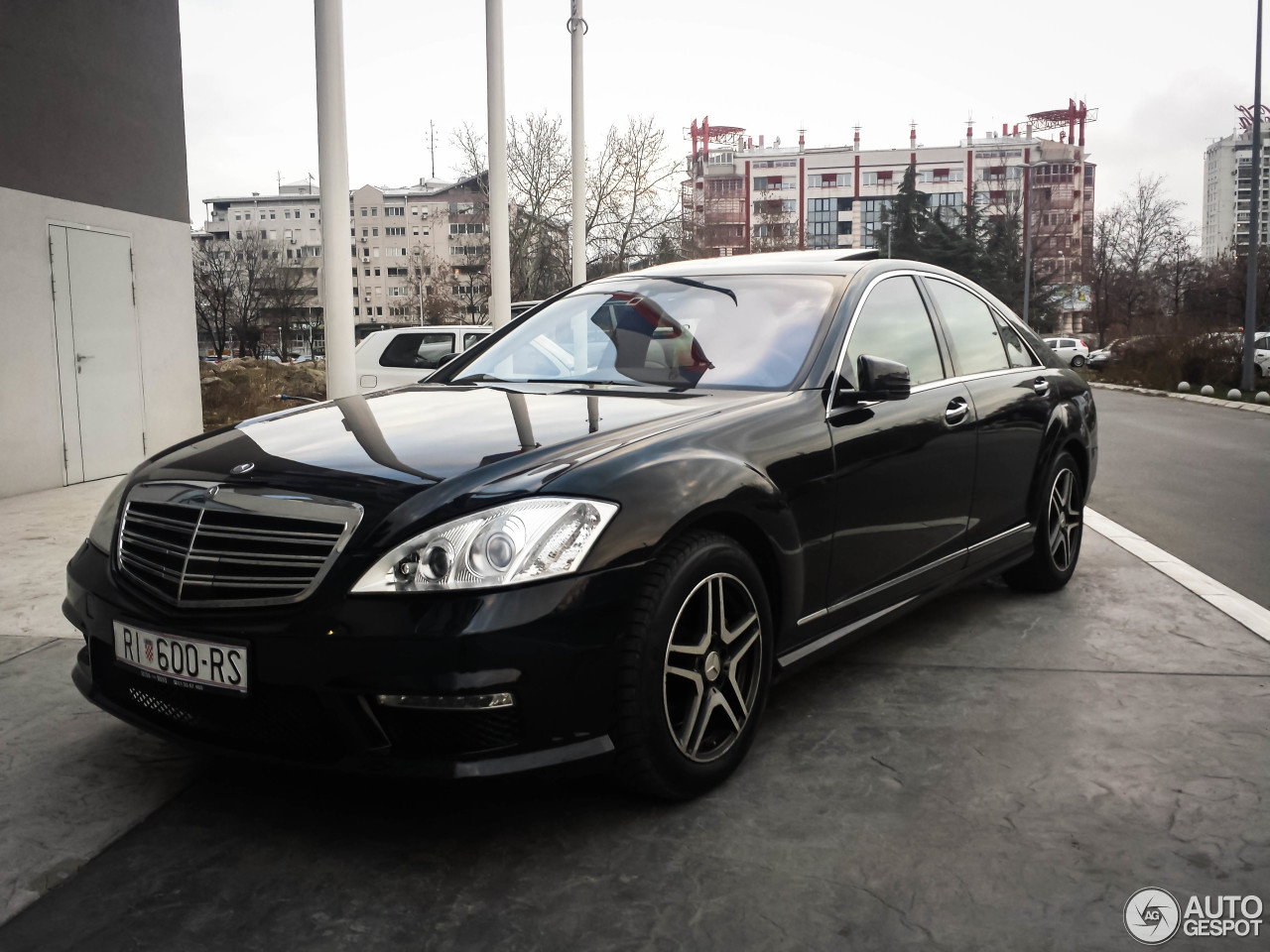 Mercedes benz s 63 amg w221 2010 25 january 2014 for Mercedes benz s63 amg 2010