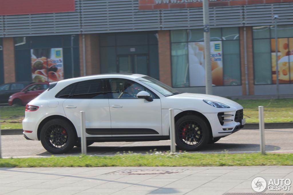 White Macan Turbo Black Rs Spyder Design Wheels Porsche Macan Forum