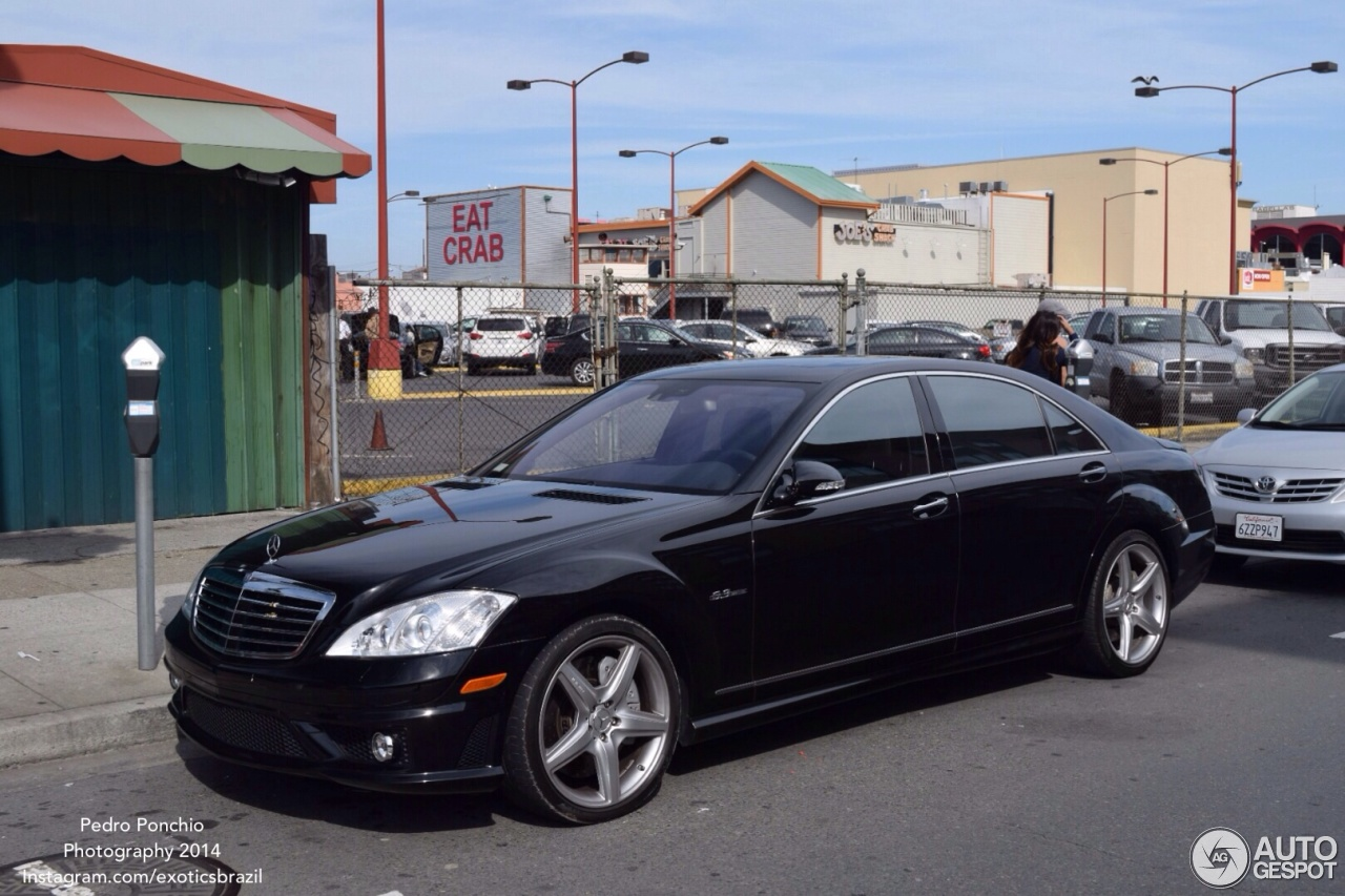 Mercedes benz s 63 amg w221 17 march 2014 autogespot for Mercedes benz w221 price