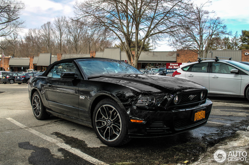 ford mustang gt convertible 2011 18 mrz 2014 autogespot. Black Bedroom Furniture Sets. Home Design Ideas