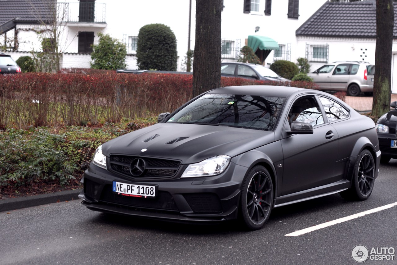 mercedes benz c 63 amg coup black series 24 mars 2014 autogespot. Black Bedroom Furniture Sets. Home Design Ideas