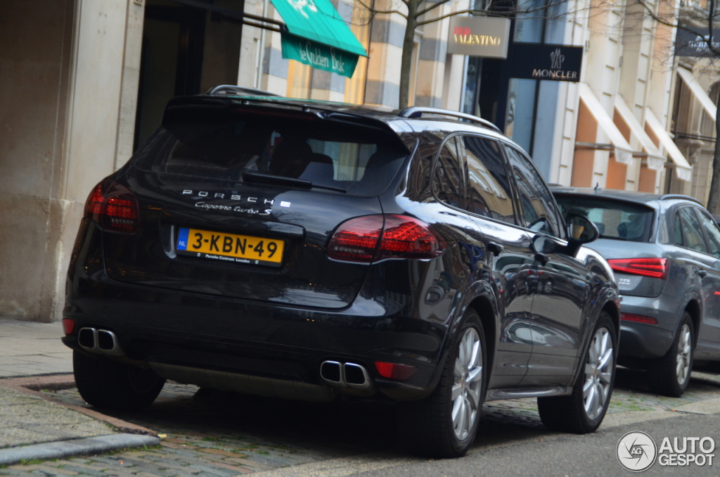 porsche 958 cayenne turbo s 25 mars 2014 autogespot. Black Bedroom Furniture Sets. Home Design Ideas