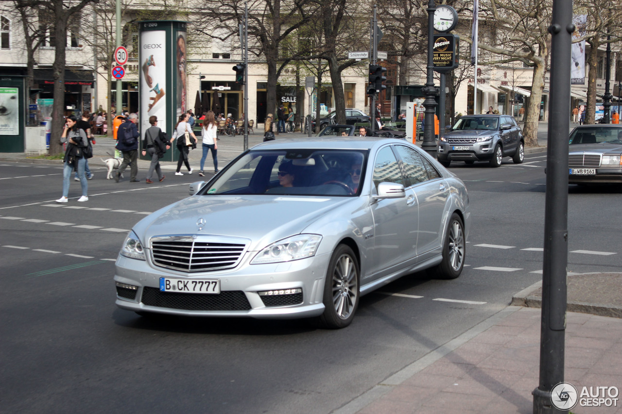 Mercedes benz s 63 amg w221 2010 4 april 2014 autogespot for Mercedes benz w221 price