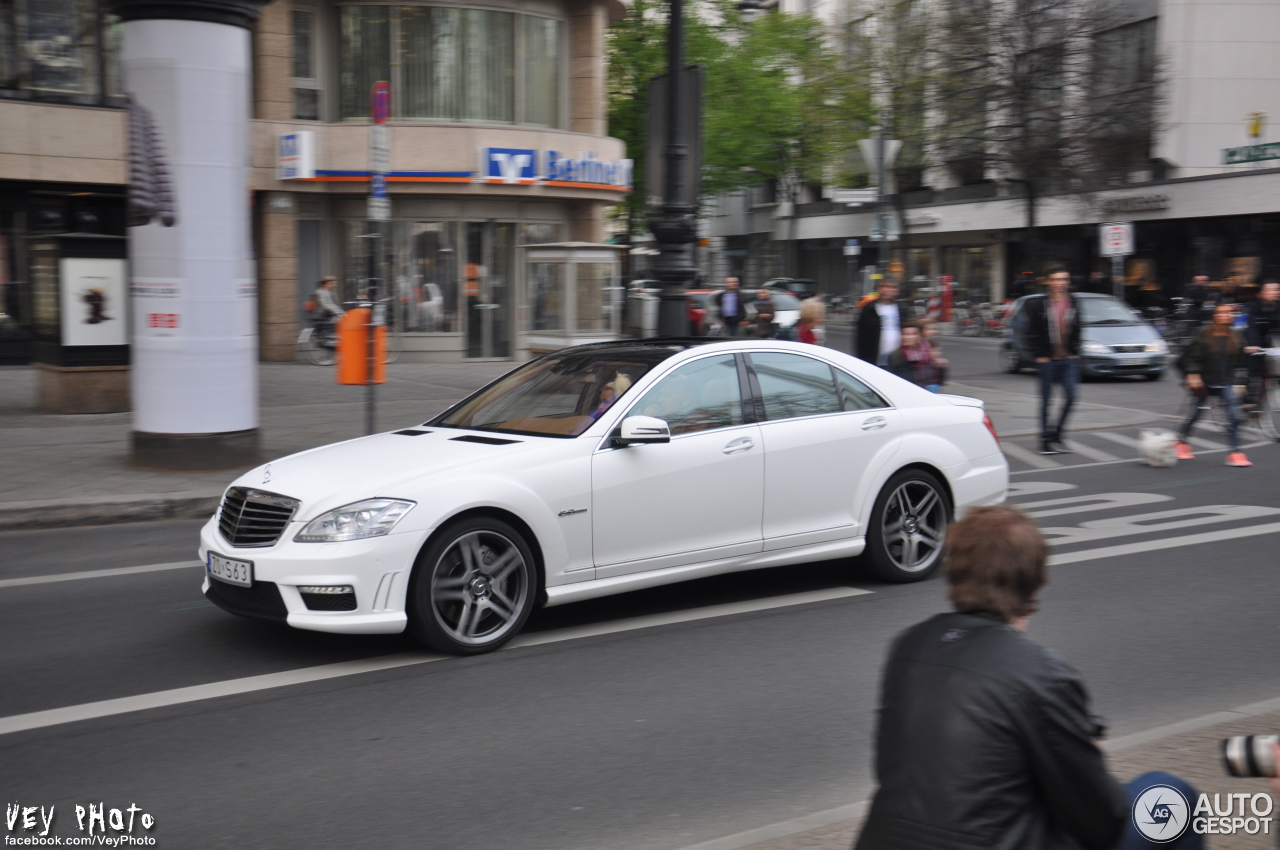 Mercedes benz s 63 amg w221 2010 11 april 2014 autogespot for Mercedes benz w221 price