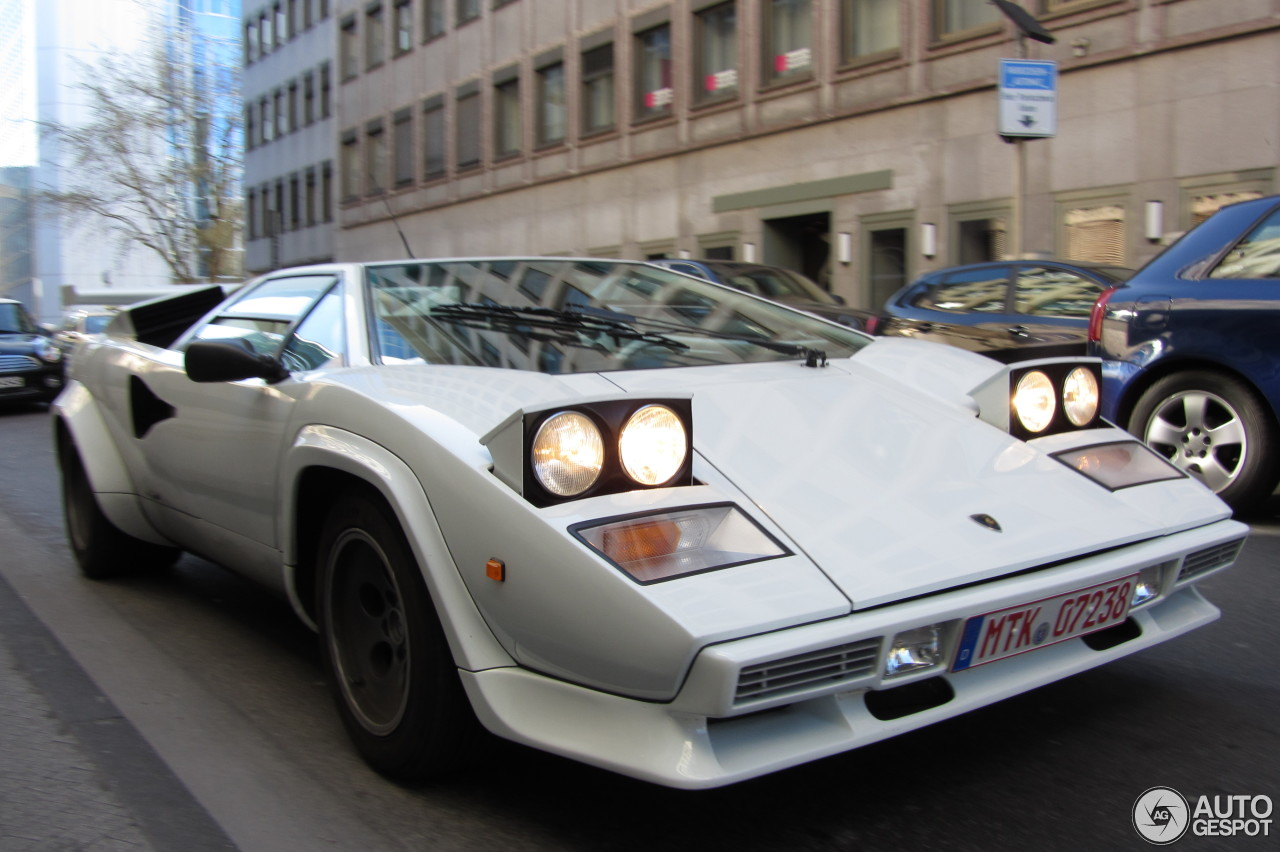 lamborghini countach 5000 s 13 mai 2014 autogespot. Black Bedroom Furniture Sets. Home Design Ideas