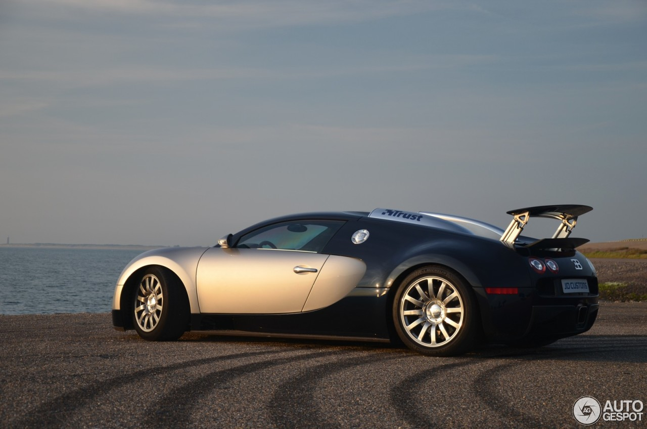 bugatti veyron 16 4 17 may 2014 autogespot. Black Bedroom Furniture Sets. Home Design Ideas