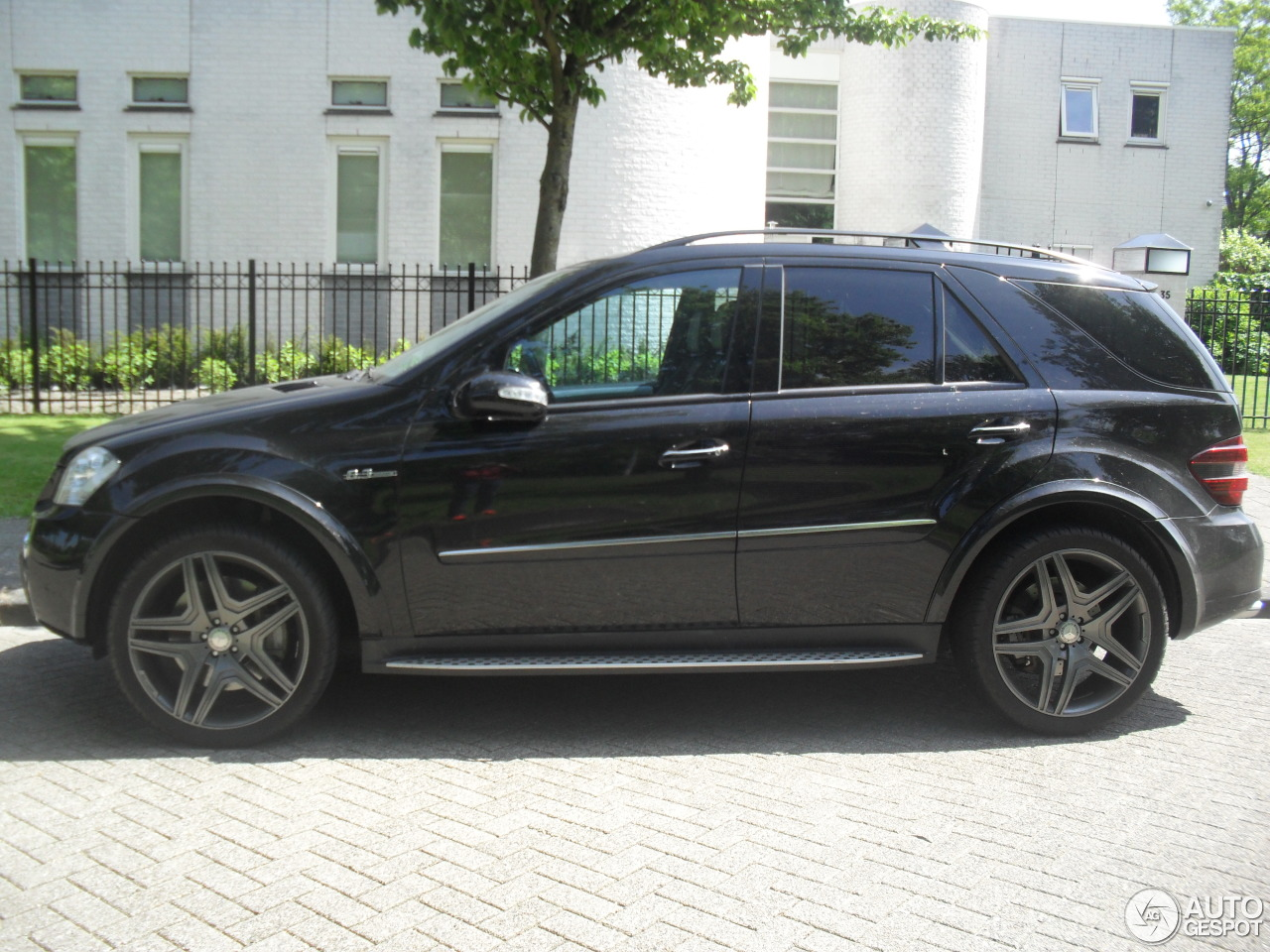 mercedes benz ml 63 amg w164 20 may 2014 autogespot. Black Bedroom Furniture Sets. Home Design Ideas