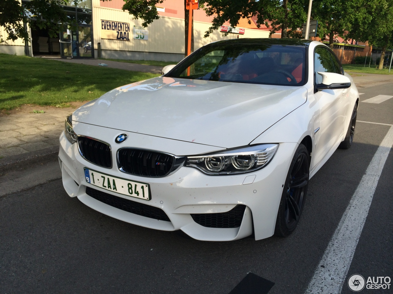 f82 f83 official alpine white m4 coupe convertible. Black Bedroom Furniture Sets. Home Design Ideas
