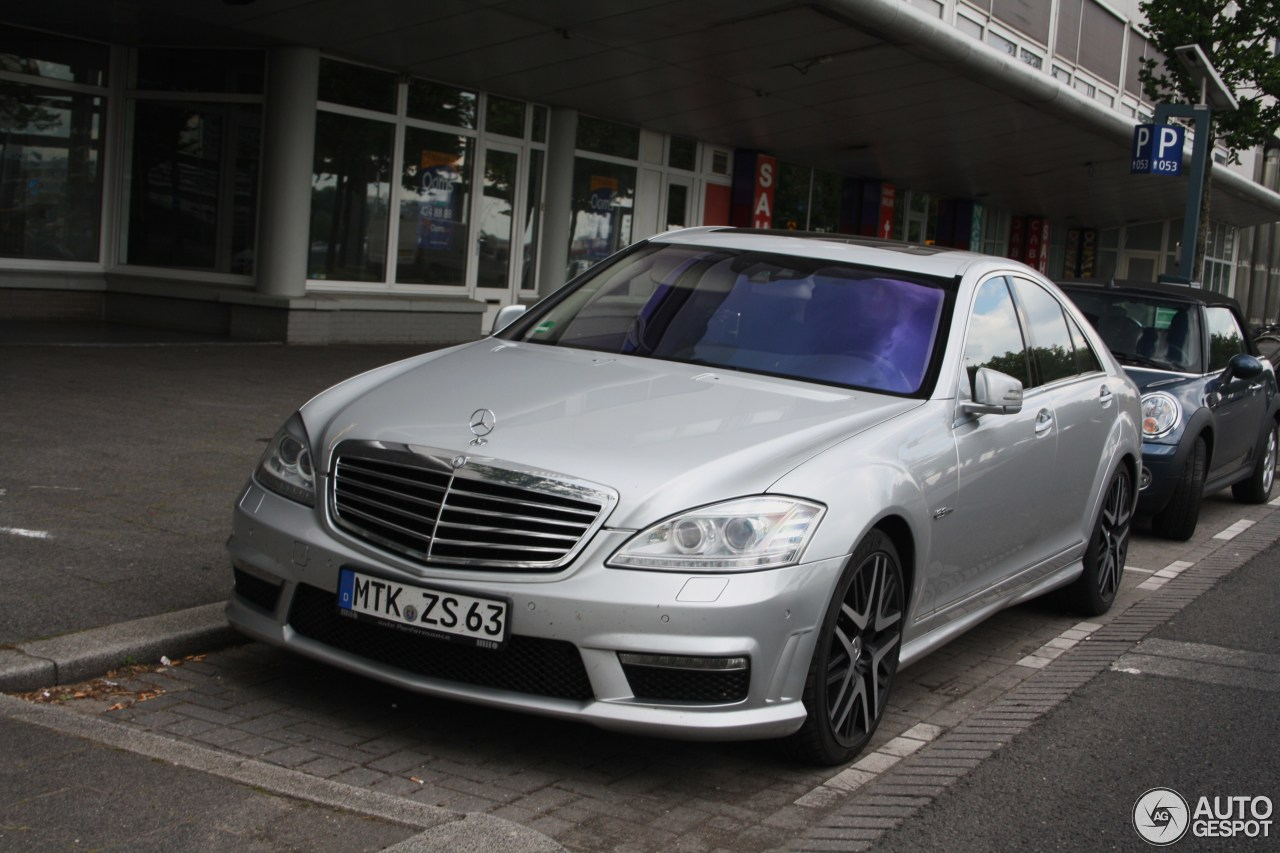 Mercedes benz s 63 amg w221 2010 24 may 2014 autogespot for Mercedes benz s63 amg 2010