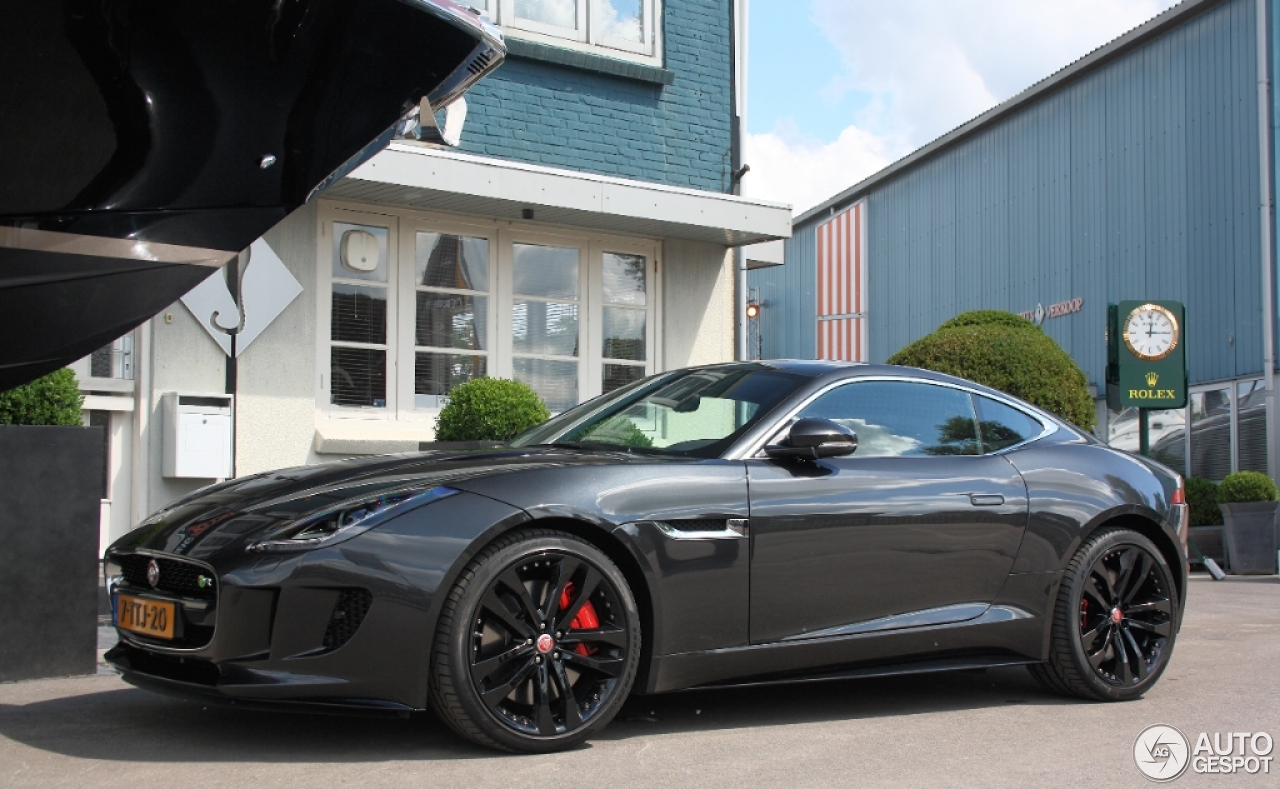 jaguar f type r coup 25 may 2014 autogespot. Black Bedroom Furniture Sets. Home Design Ideas