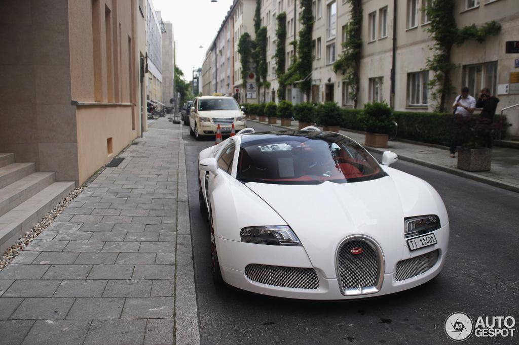 bugatti veyron 16 4 grand sport wei long 2012 26 may 2014 autogespot. Black Bedroom Furniture Sets. Home Design Ideas