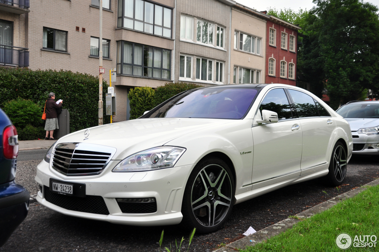 Mercedes benz s 63 amg w221 2011 26 may 2014 autogespot for Mercedes benz w221 price
