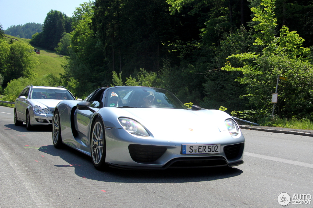 porsche 918 spyder weissach package 29 may 2014 autogespot. Black Bedroom Furniture Sets. Home Design Ideas
