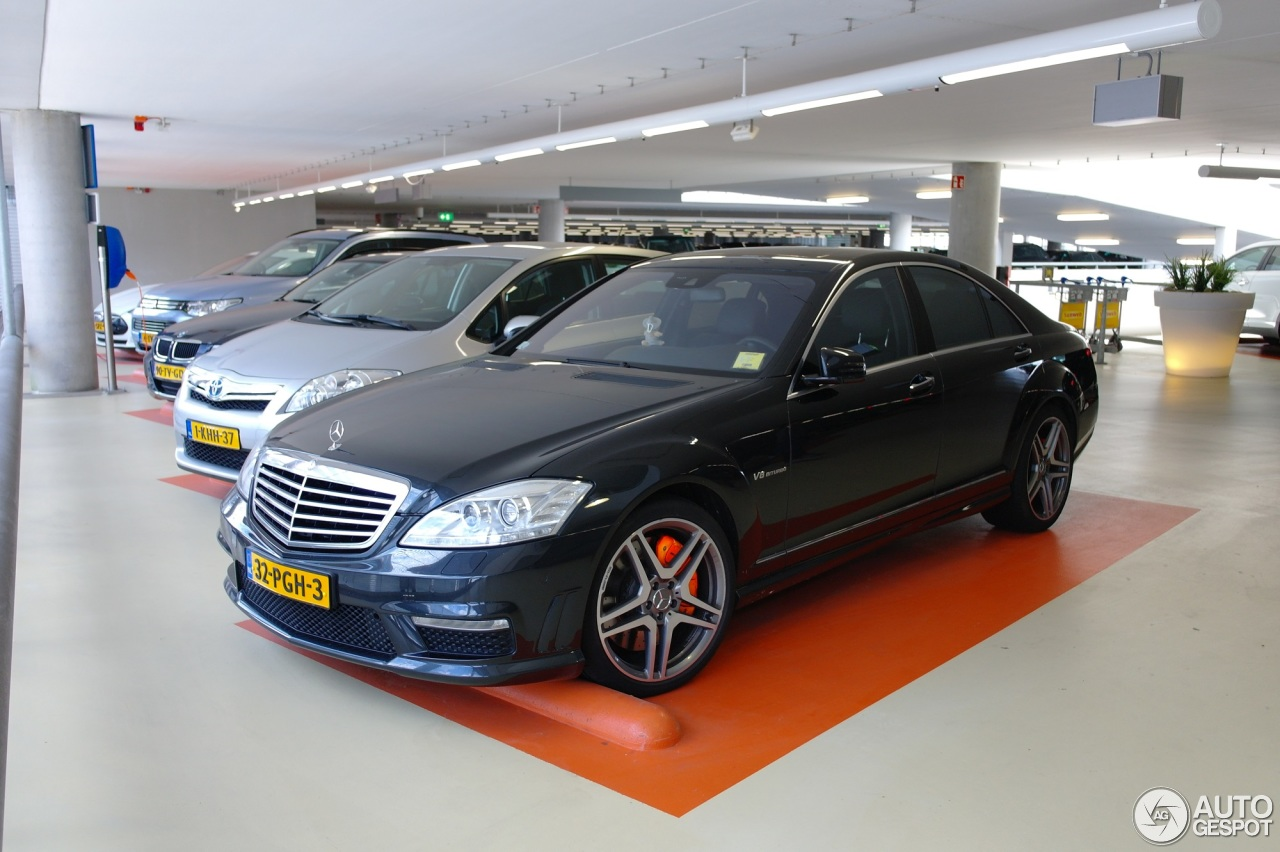 Mercedes benz s 63 amg w221 2011 9 june 2014 autogespot for Mercedes benz w221 price