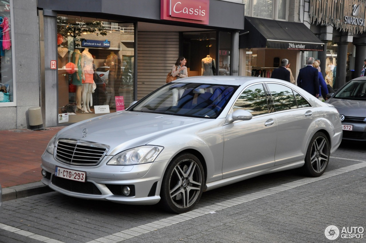 Mercedes benz s 63 amg w221 9 june 2014 autogespot for Mercedes benz w221 price