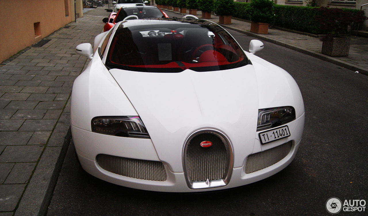 bugatti veyron 16 4 grand sport wei long 2012 31 july 2014 autogespot. Black Bedroom Furniture Sets. Home Design Ideas