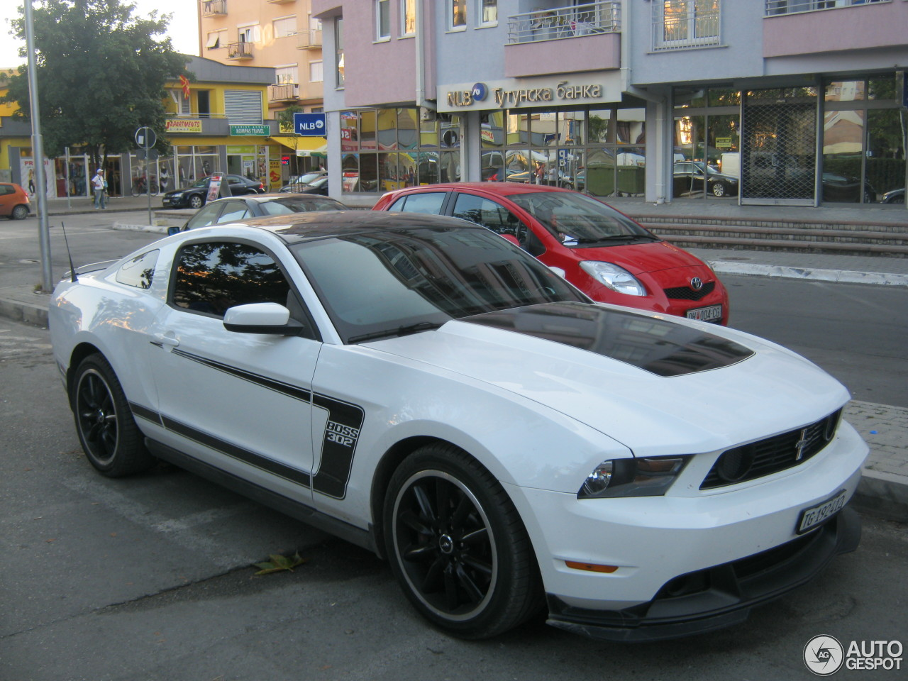 ford mustang boss 302 2010 12 august 2014 autogespot. Black Bedroom Furniture Sets. Home Design Ideas