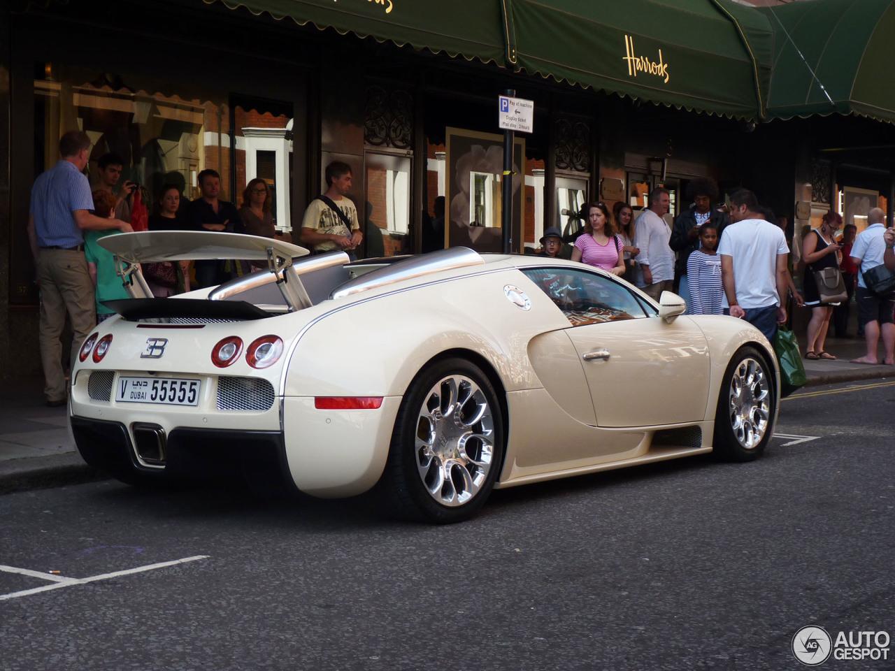 bugatti veyron 16 4 grand sport 16 august 2014 autogespot. Black Bedroom Furniture Sets. Home Design Ideas