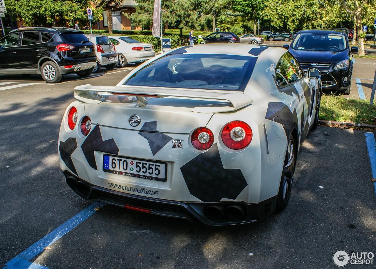 Nissan GT-R 2012 4