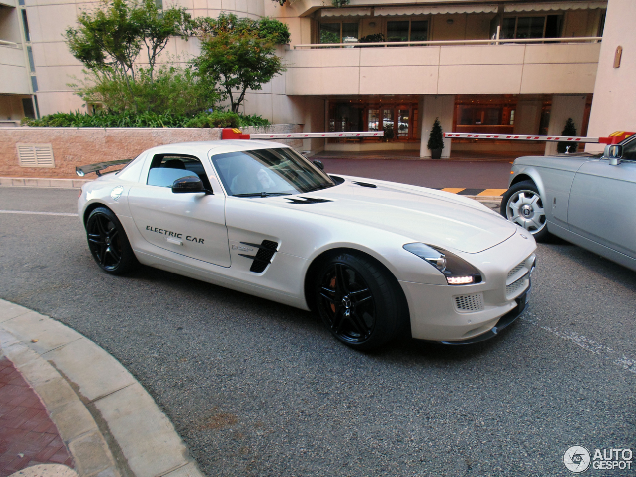 Mercedes benz sls amg electric drive 1 october 2014 for Mercedes benz sls amg electric drive price