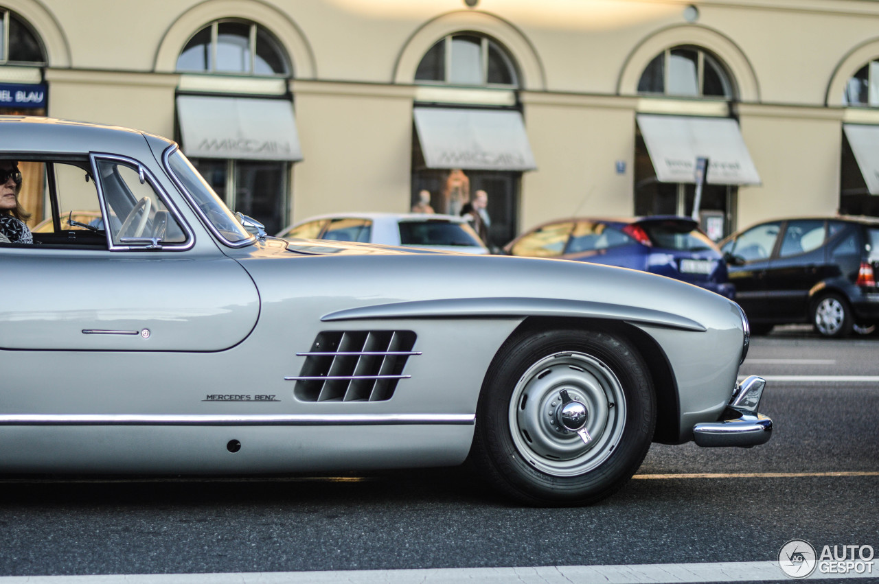 mercedes benz 300sl gullwing 9 october 2014 autogespot. Black Bedroom Furniture Sets. Home Design Ideas