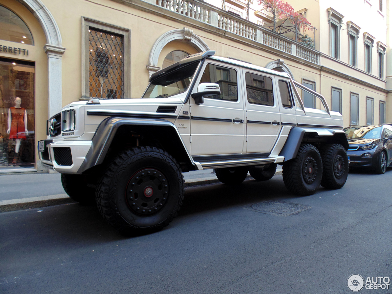 Mercedes benz g 63 amg 6x6 18 october 2014 autogespot for Mercedes benz amg 6x6 price