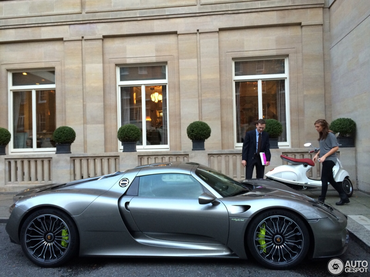 porsche 918 spyder 18 october 2014 autogespot. Black Bedroom Furniture Sets. Home Design Ideas