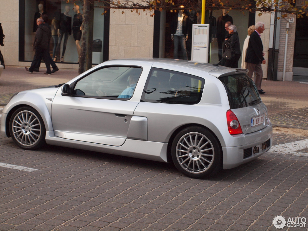 renault clio v6 phase ii 5 november 2014 autogespot. Black Bedroom Furniture Sets. Home Design Ideas