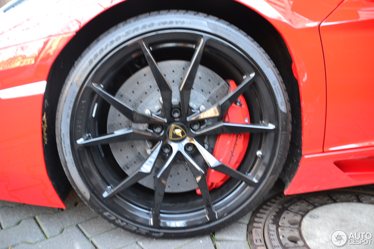 Lamborghini Aventador LP700-4 Roadster 3