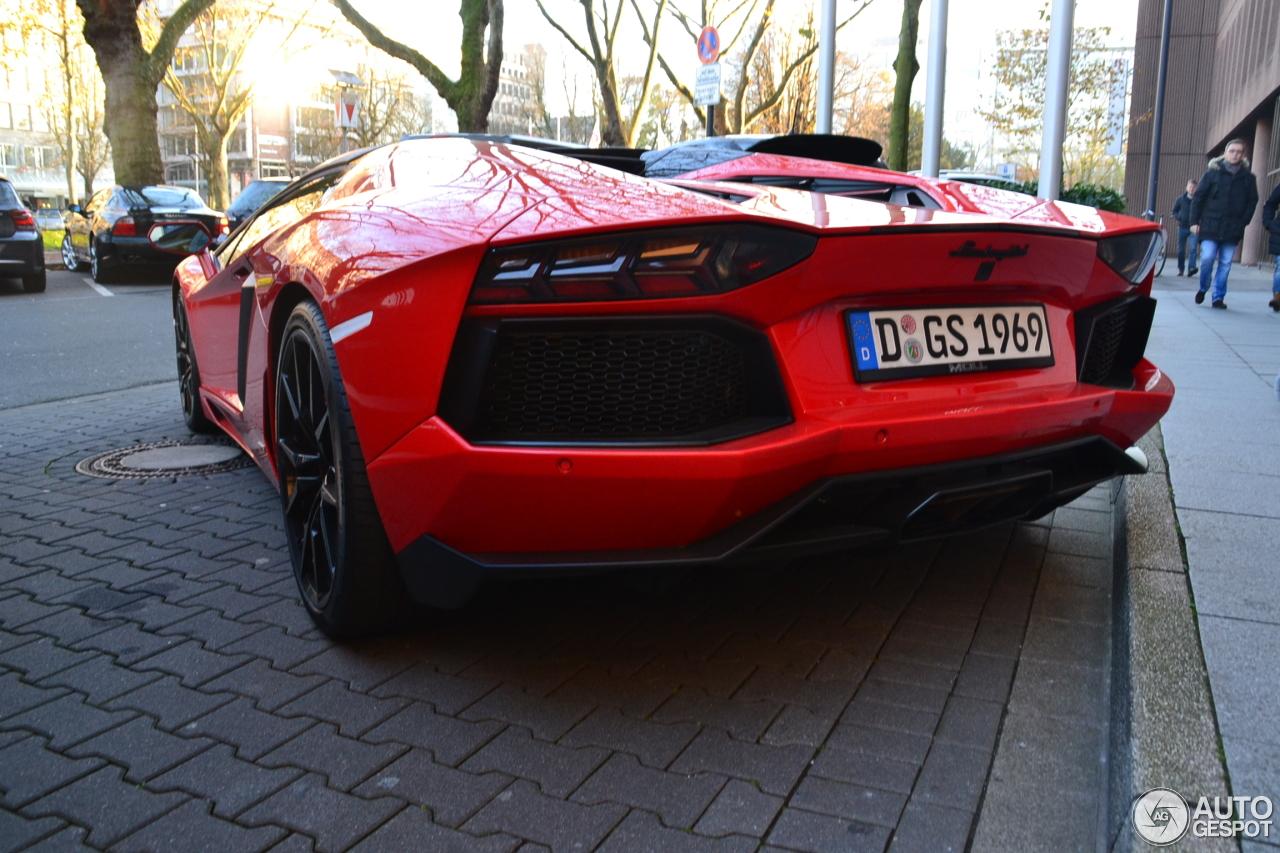 Lamborghini Aventador LP700-4 Roadster 6