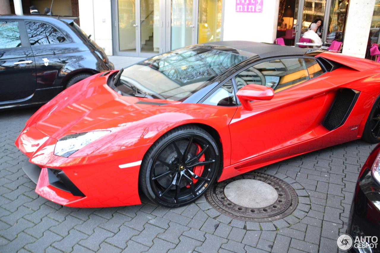 Lamborghini Aventador LP700-4 Roadster 7