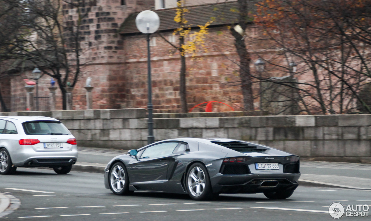 Lamborghini Aventador LP700-4 9