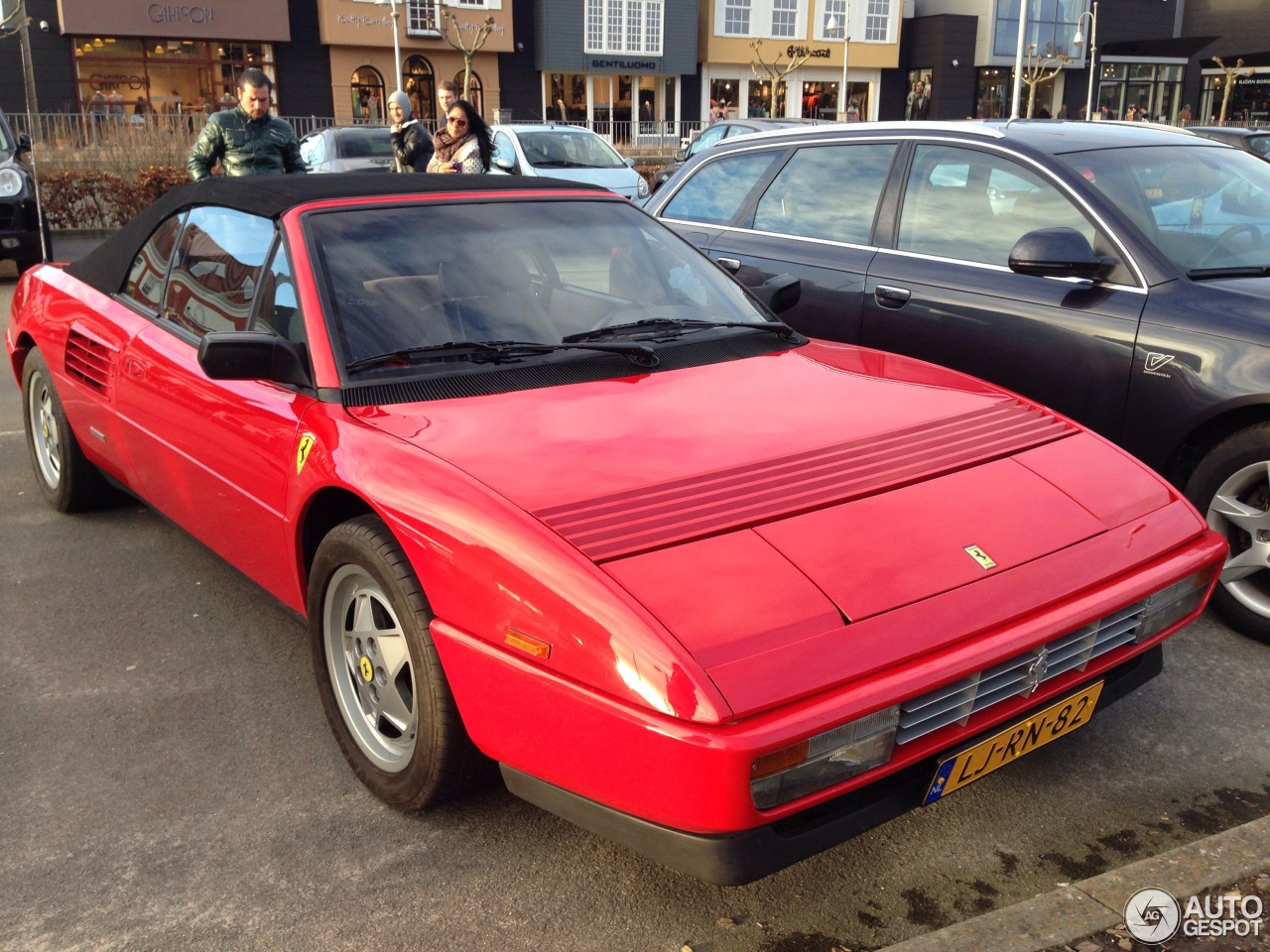 ferrari mondial 3 2 cabriolet 10 february 2014 autogespot. Black Bedroom Furniture Sets. Home Design Ideas