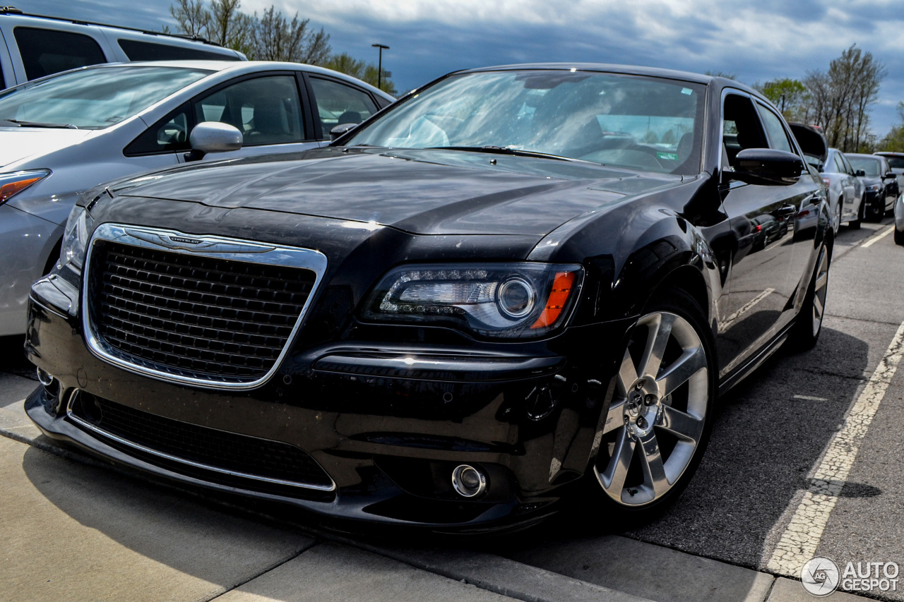 chrysler 300c srt8 2013 4 may 2014 autogespot. Black Bedroom Furniture Sets. Home Design Ideas