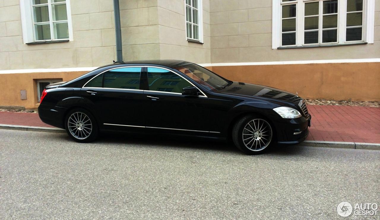 Mercedes benz s 63 amg w221 2010 19 june 2014 autogespot for Mercedes benz s63 amg 2010