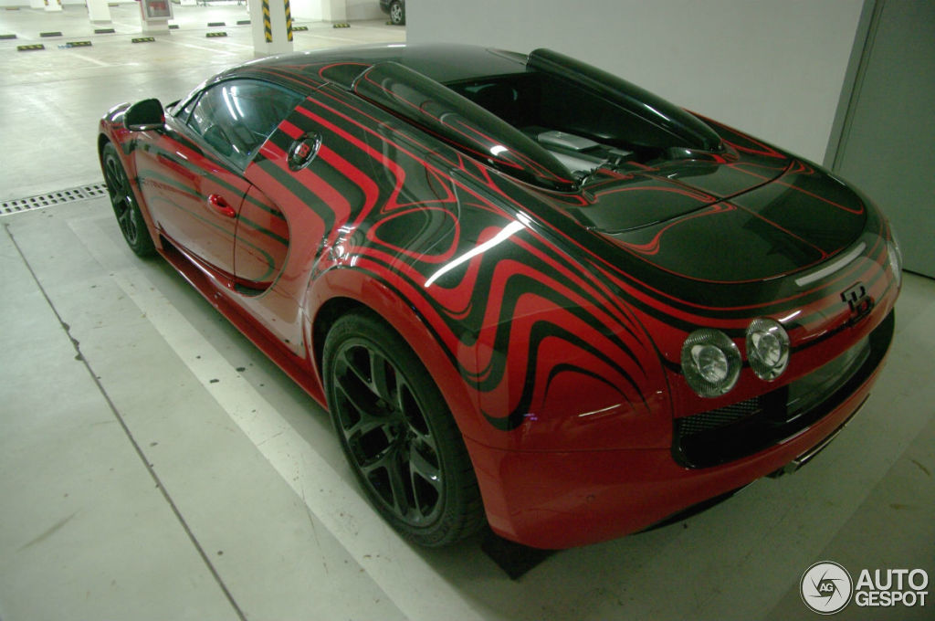 bugatti veyron 16 4 grand sport vitesse l 39 or rouge 10 agosto 2014 autogespot. Black Bedroom Furniture Sets. Home Design Ideas
