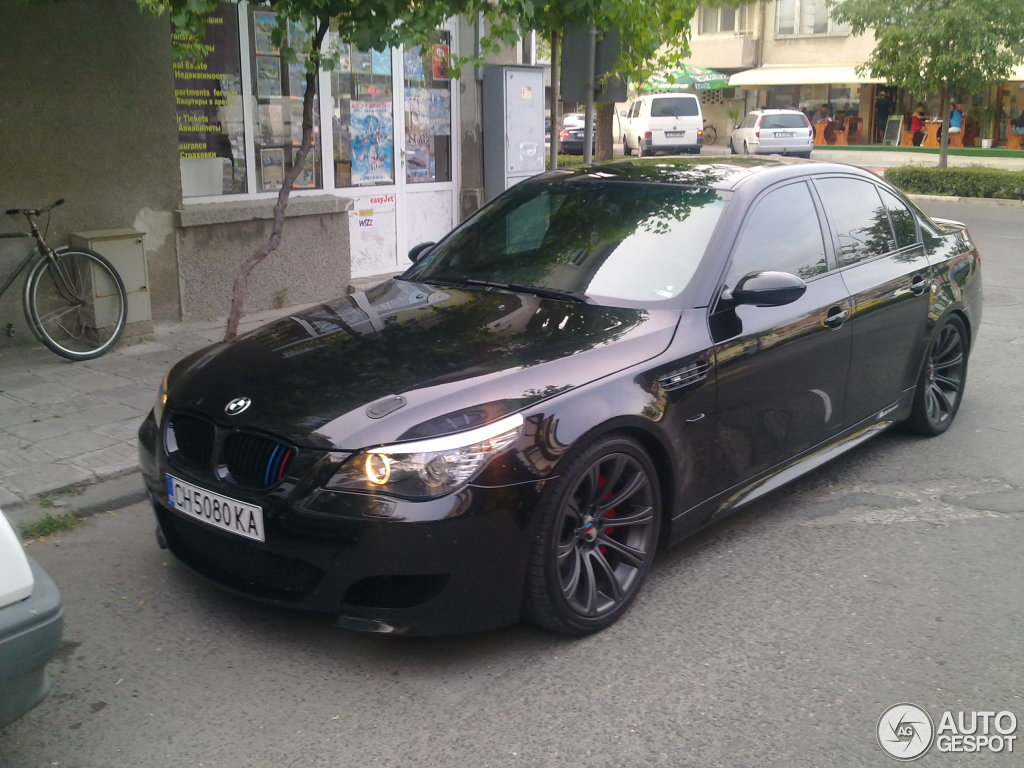bmw m5 e60 2005 16 august 2014 autogespot. Black Bedroom Furniture Sets. Home Design Ideas