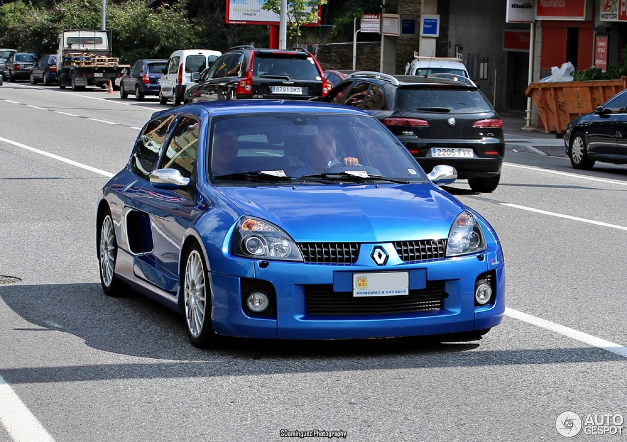 renault clio v6 phase ii 30 agosto 2014 autogespot. Black Bedroom Furniture Sets. Home Design Ideas