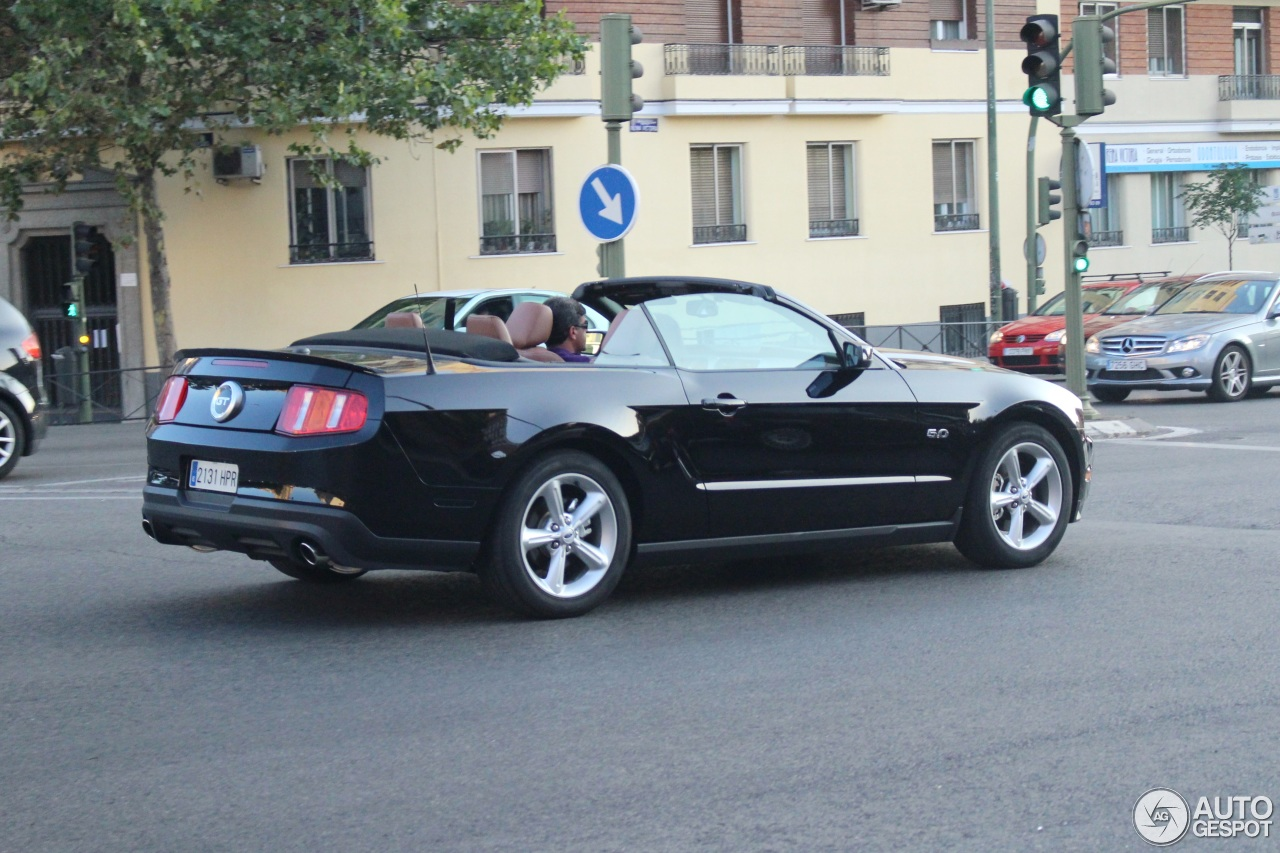 ford mustang gt convertible 2011 6 september 2014. Black Bedroom Furniture Sets. Home Design Ideas