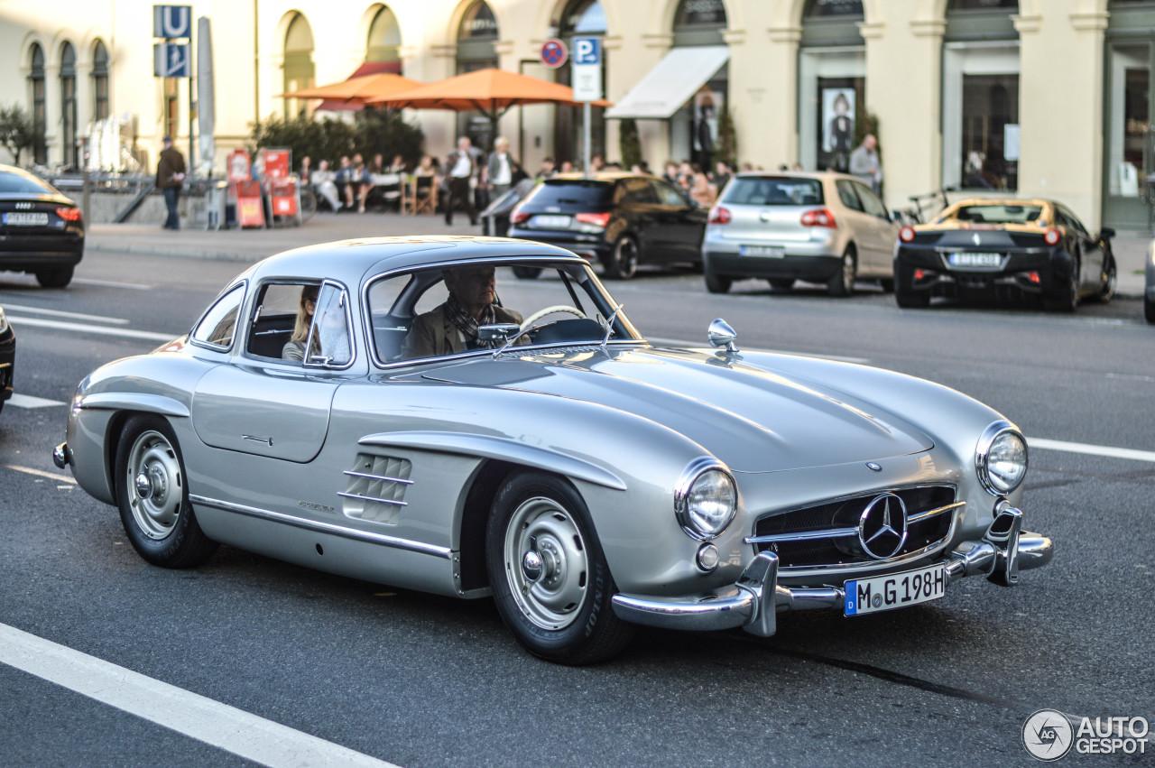 Mercedes benz 300sl gullwing 9 october 2014 autogespot for Mercedes benz gullwing
