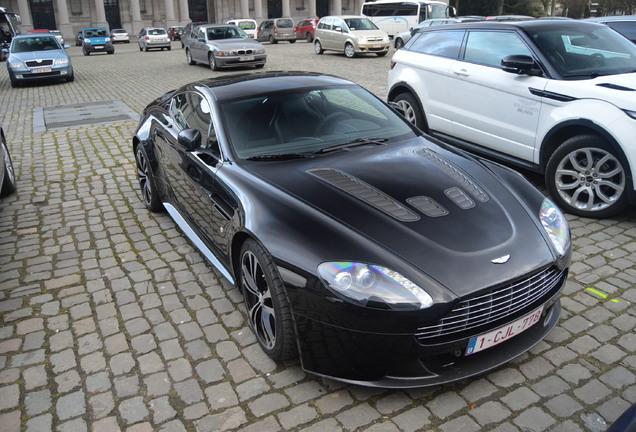 Aston Martin V12 Vantage Carbon Black Edition